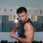 biceps pozing 2 150x150 Тренировка Бицепс, Трицепс, Кардио