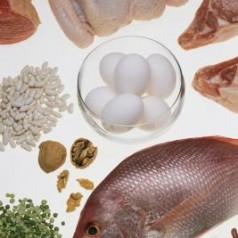 Каква е разликата между протеини и аминокиселини?